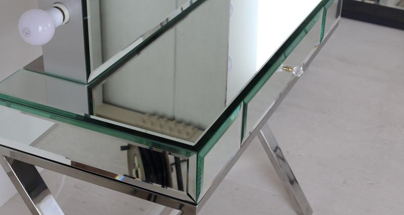 鏡貼のドレッサー
