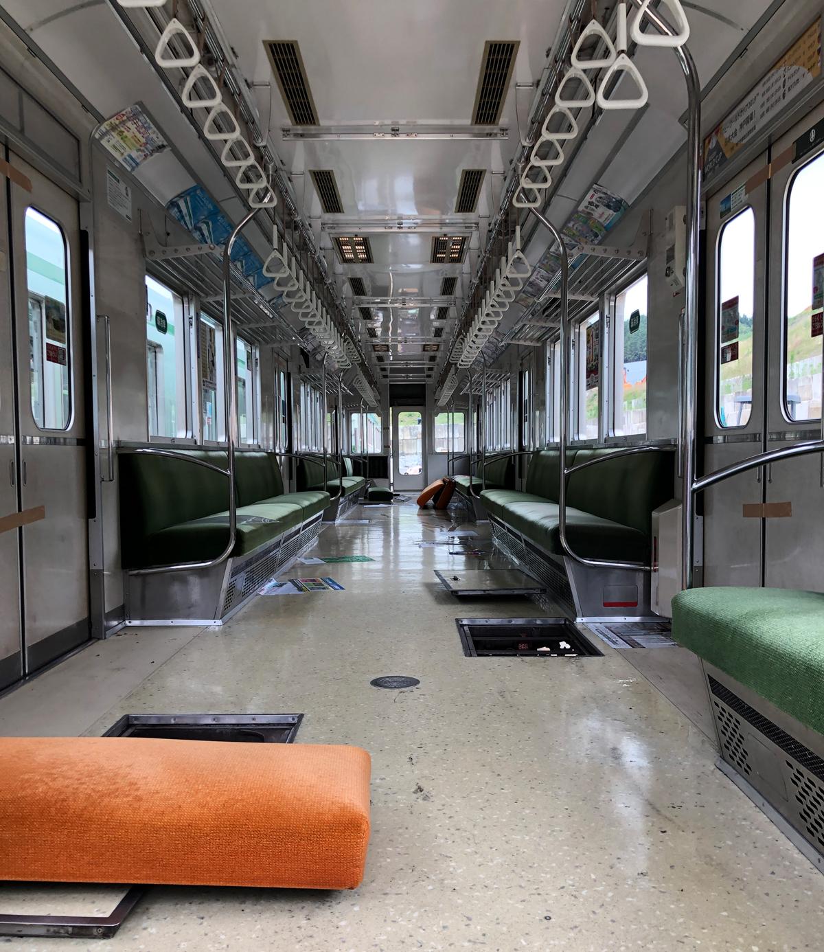 アップサイクル 神戸市交通局西神・山手線ベンチ