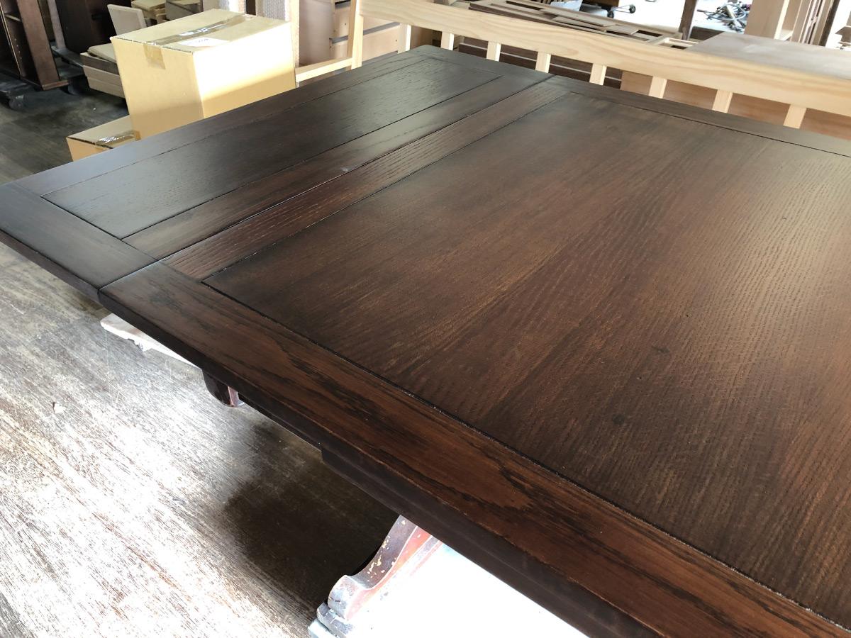 古い家具を修理作業再塗装