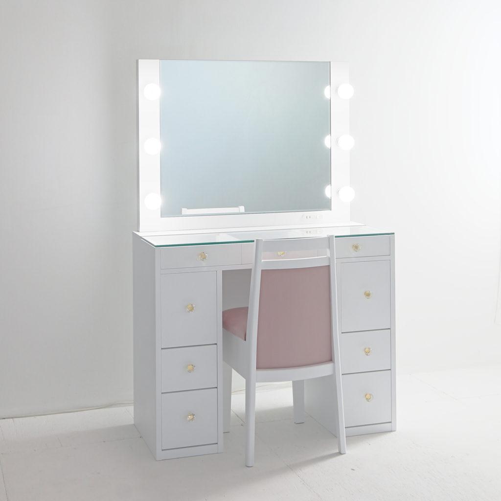 明るい部屋でも十分な光量が取れるLEDライト。
