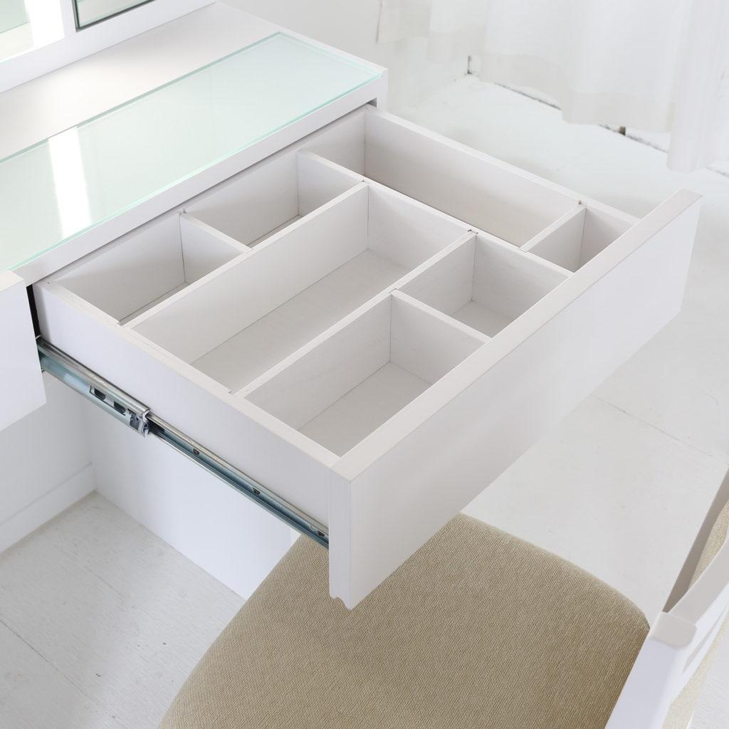 引き出しの中もオリジナルデザインが製作可能なドレッサー