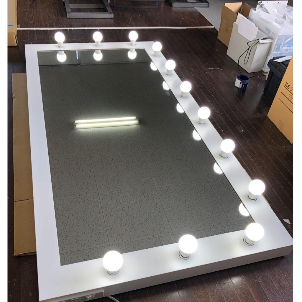 LEDライトが明るい大きなミラー 美容室 写真スタジオ レンタルショップ